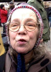 Rosemarie Fliess auf der Demo am Kotti. Foto von Matthias Coers